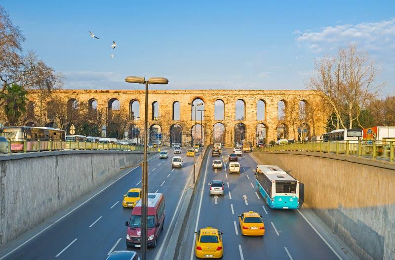 Дорога через мост-водовод стоковое изображение