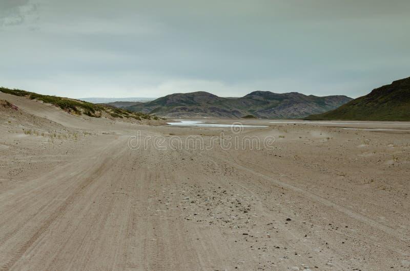 Дорога через пустыню к ледяной шапке th Greenlandic, Sandflugtdalen, Гренландии стоковые фотографии rf