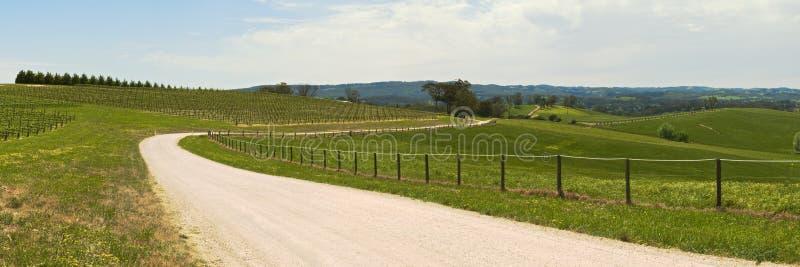 Дорога через сельскую местность стоковое изображение