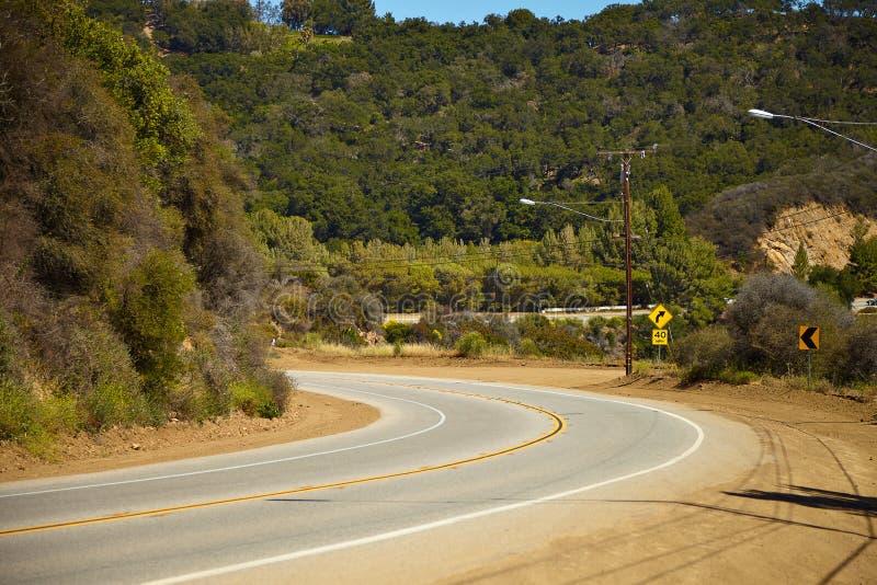 Дорога через холмы в Malibu стоковые изображения rf