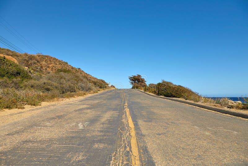 Дорога через холмы в Malibu стоковое фото rf