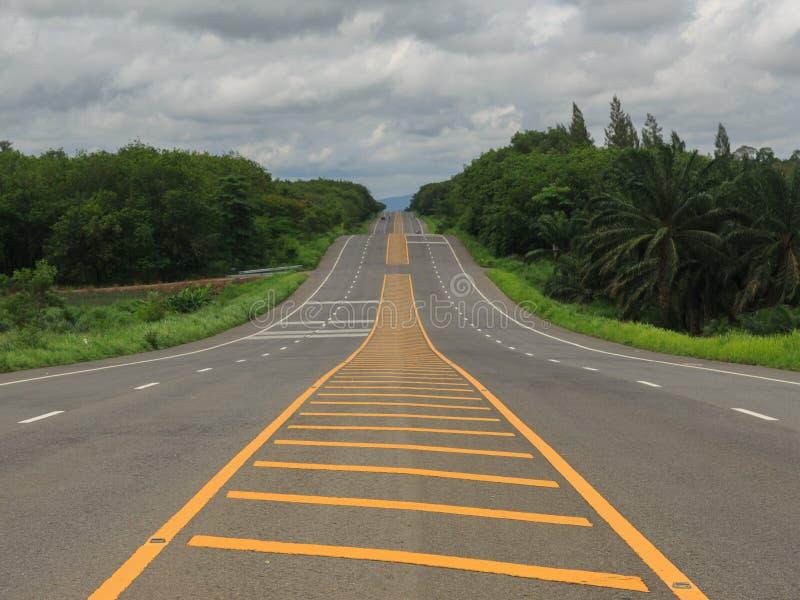 Дорога шоссе на сельской местности стоковая фотография rf