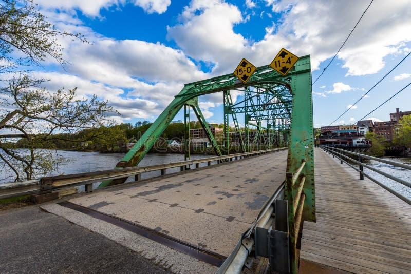 Дорога Brattleboro покидая Brattleboro, Вермонт в Нью-Гэмпшир стоковые изображения rf