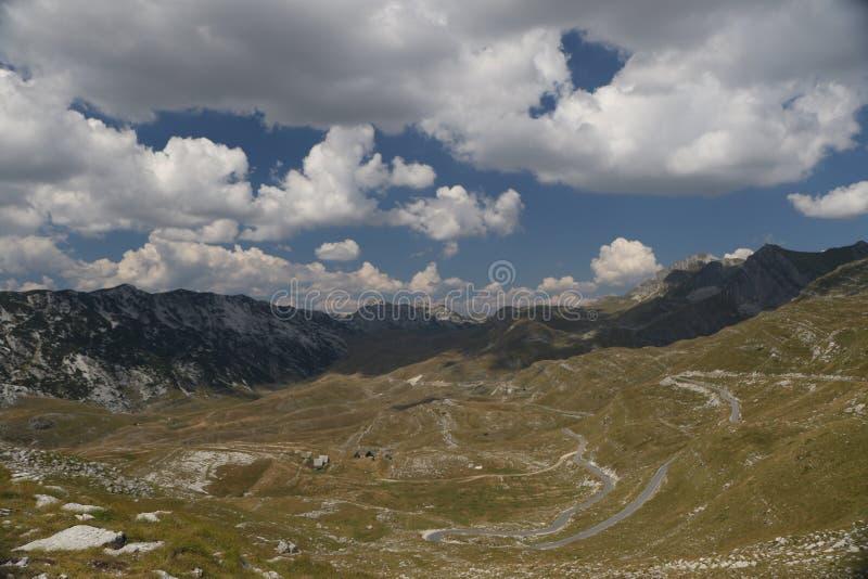 Download Дорога Durmitor горы стоковое фото. изображение насчитывающей горизонт - 97763044
