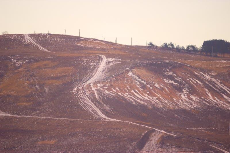 Дорога Snowy на горе стоковое изображение rf