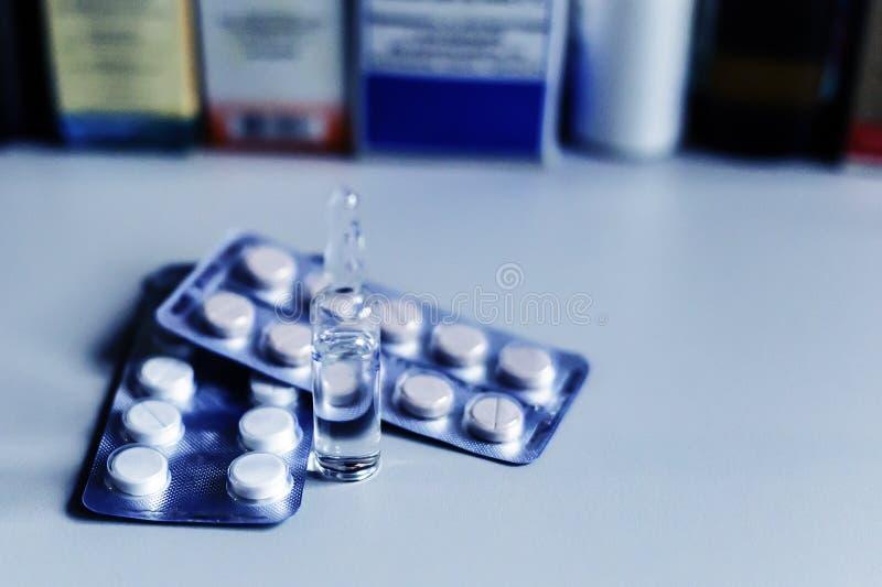 Дорогие медицины и пилюльки стоковое фото