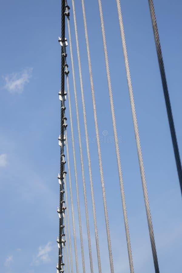 Дорожка моста сени стальная в саде стоковое изображение rf