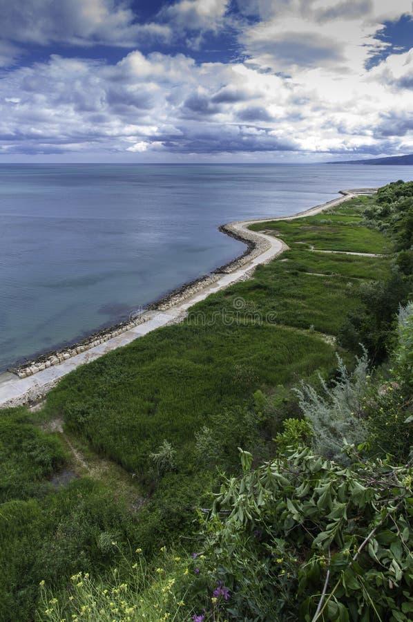 Дорожка на городке берега Чёрного моря Balchik в Болгарии стоковое фото