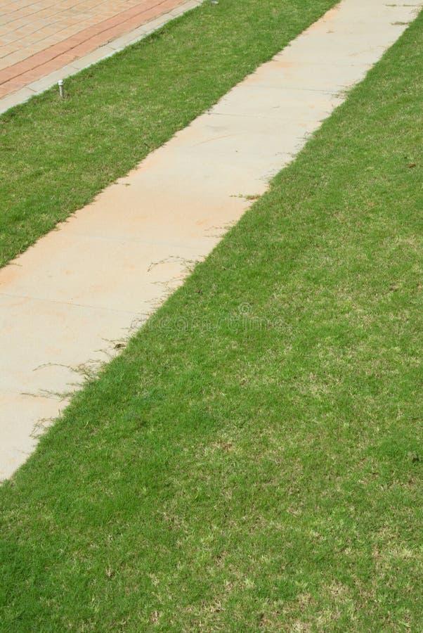 Download дорожка стоковое фото. изображение насчитывающей трава - 6862774