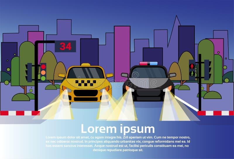 Дорожное движение с автомобилем полицейского автомобиля и такси на ноче над предпосылкой зданий города бесплатная иллюстрация
