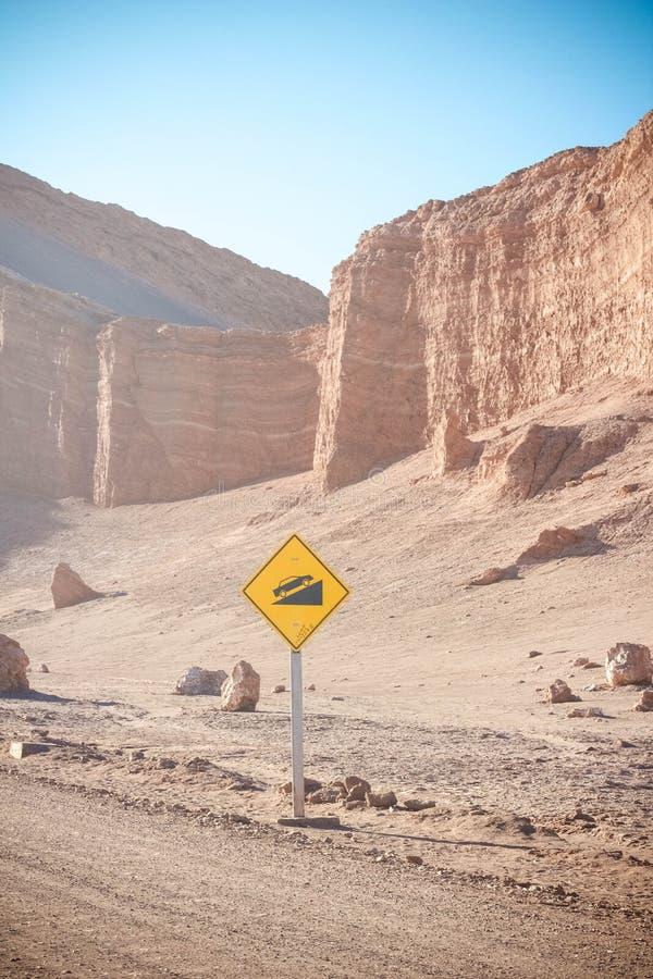 Дорожный знак в пустыне стоковая фотография rf