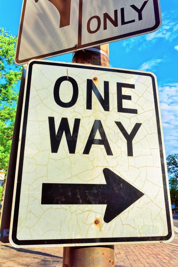 Дорожный знак в улице DC Вашингтона стоковое изображение rf