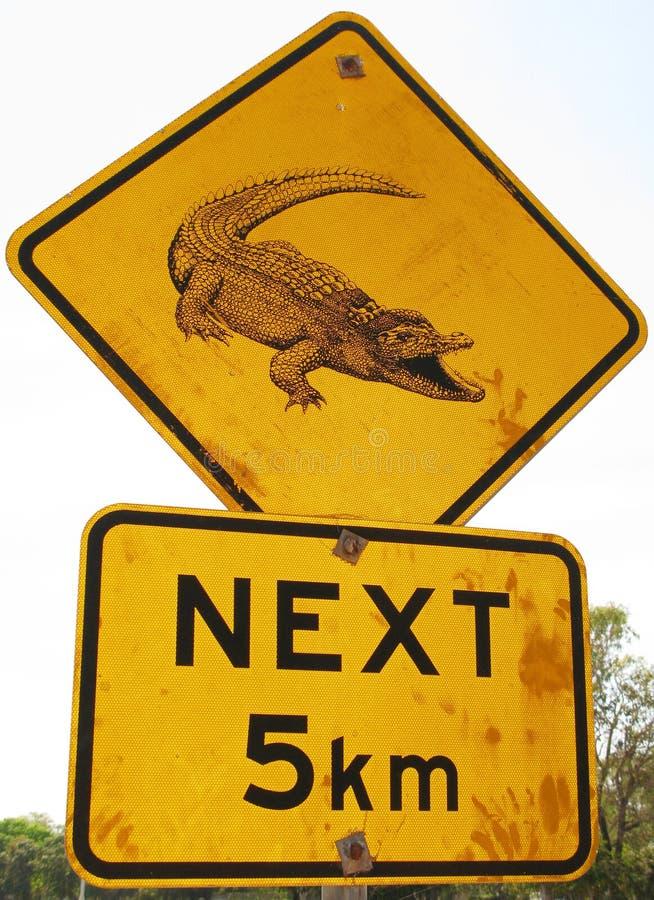 дорожный знак крокодила стоковое изображение rf