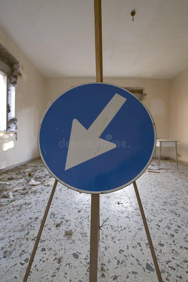Дорожный знак на месте подрыванием стоковая фотография