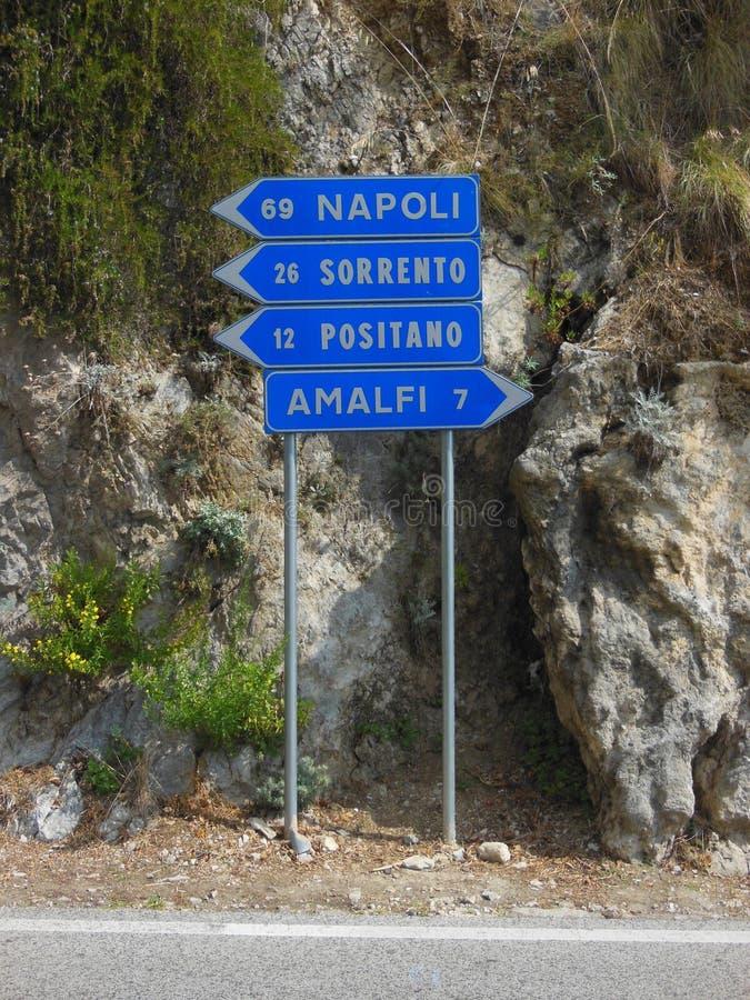 Дорожный знак побережья Амальфи стоковое фото