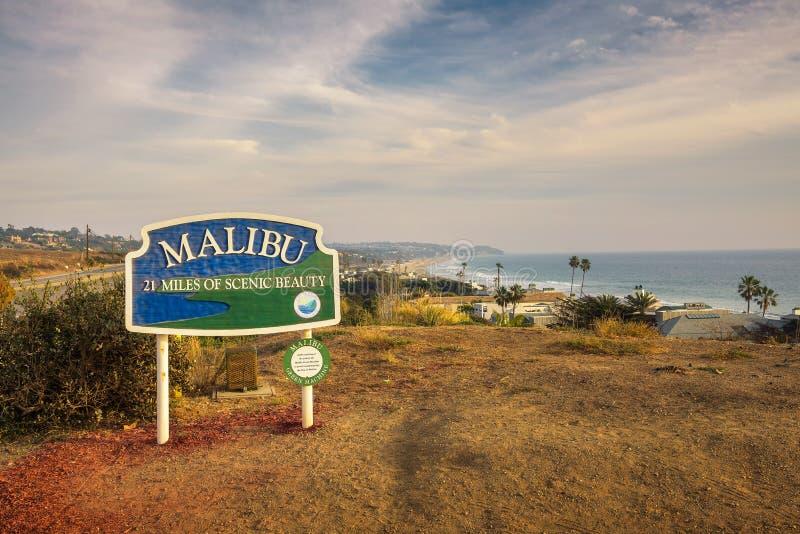 Дорожный знак Malibu около Лос-Анджелеса, Калифорнии стоковое фото