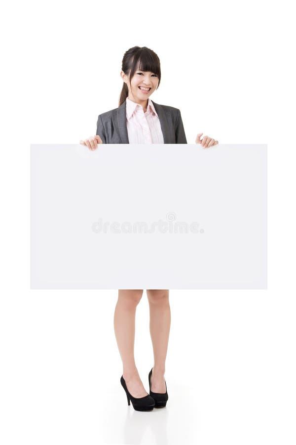 Доска азиатским владением бизнес-леди пустая пустая стоковое изображение