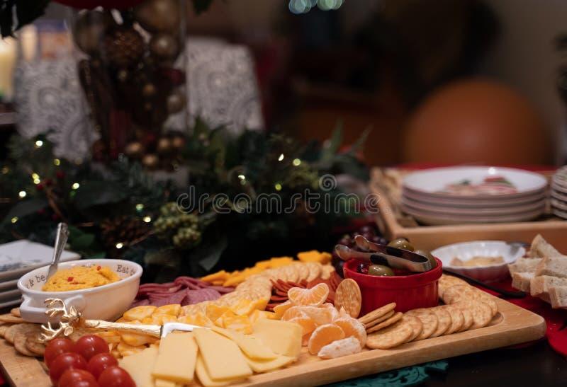 Доска закуски с сырами стоковое фото