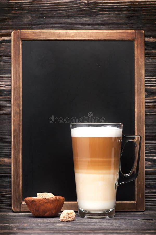 Доска капучино и меню стоковая фотография
