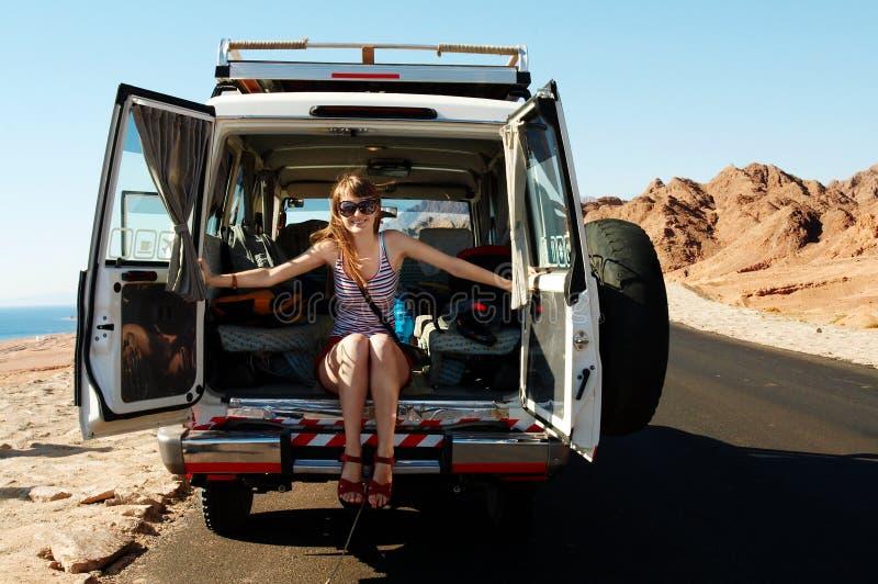 Download доска, котор нужно приветствовать Стоковое Фото - изображение насчитывающей водитель, девушка: 6868154