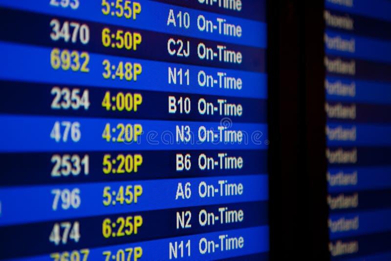 Доска отклонения на авиапорте стоковое изображение rf