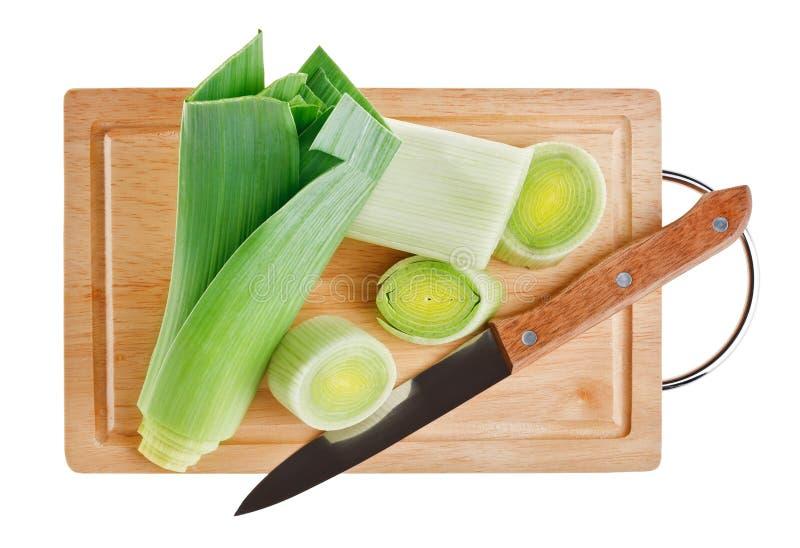 доска прерывая зеленый лук-порей ножа деревянный стоковое изображение