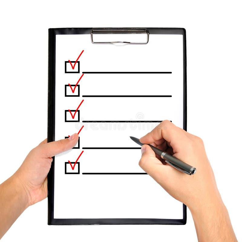 Доска сзажимом для бумаги с контрольным списоком стоковое изображение rf