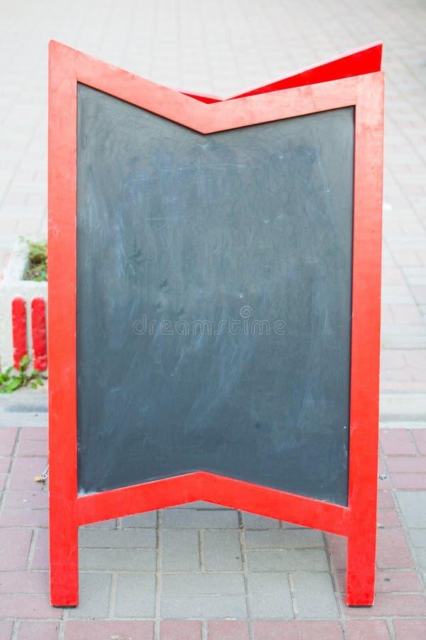 Доска чистого досье с красной рамкой около кафа стоковая фотография