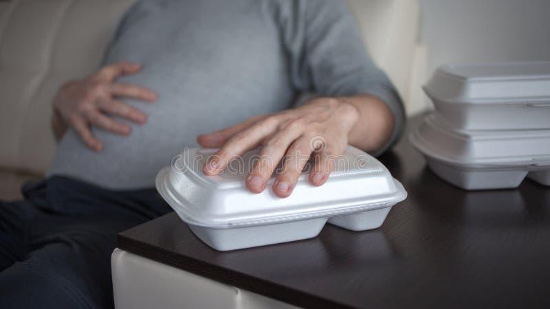 Доставка еды от ресторана Проблемы качественных продучтов и пищевых аллергий низкого качества стоковое изображение