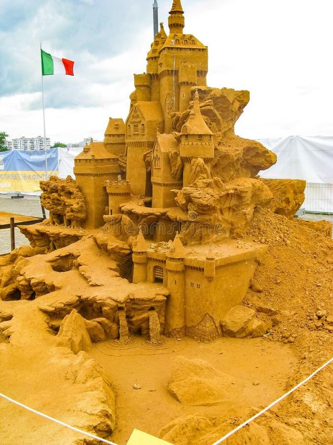 ДОСТИЖЕНИЯ скульптуры песка БОЛЬШИЕ ГУМАННОСТИ стоковая фотография