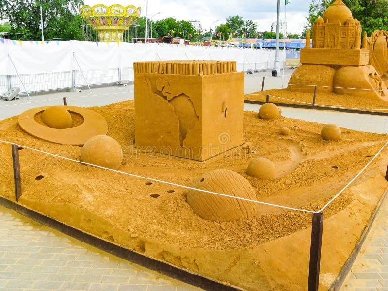 ДОСТИЖЕНИЯ скульптуры песка БОЛЬШИЕ ГУМАННОСТИ стоковая фотография rf