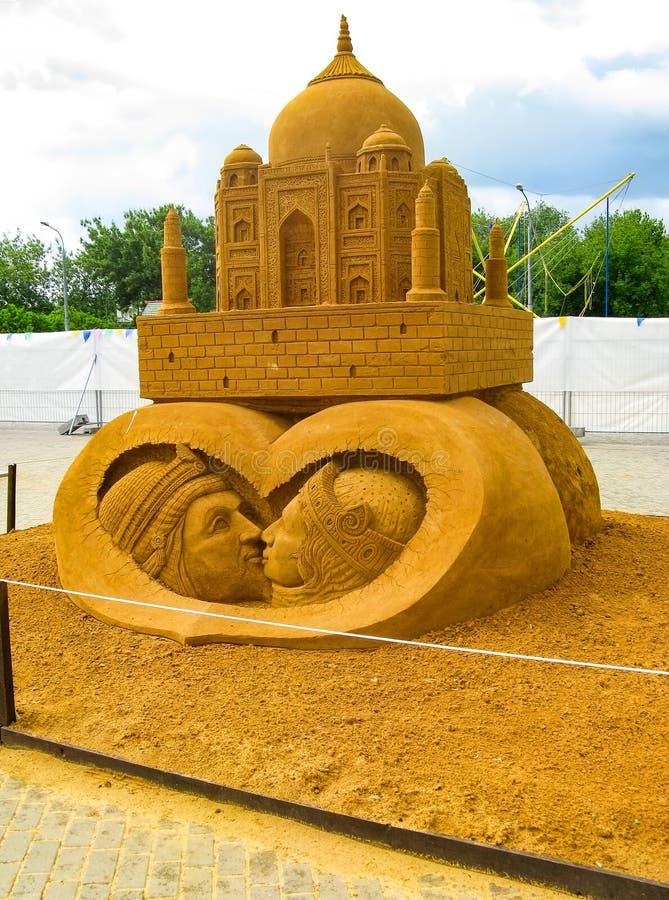 ДОСТИЖЕНИЯ скульптуры песка БОЛЬШИЕ ГУМАННОСТИ стоковое изображение