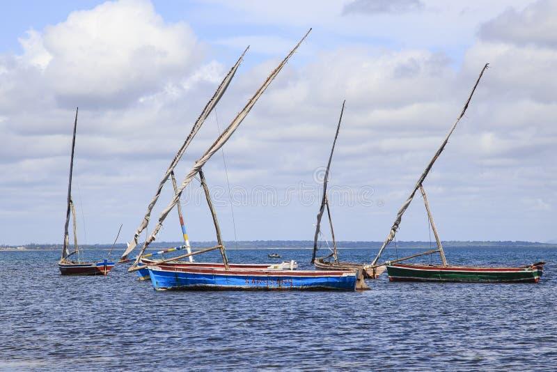 Доу поставили на якорь с острова Мозамбика стоковая фотография rf