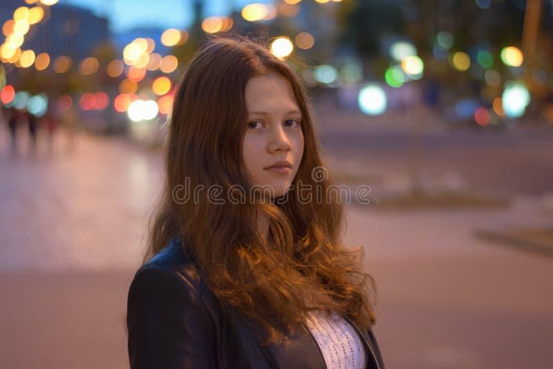 Дочь в ноче Киеве стоковое фото rf