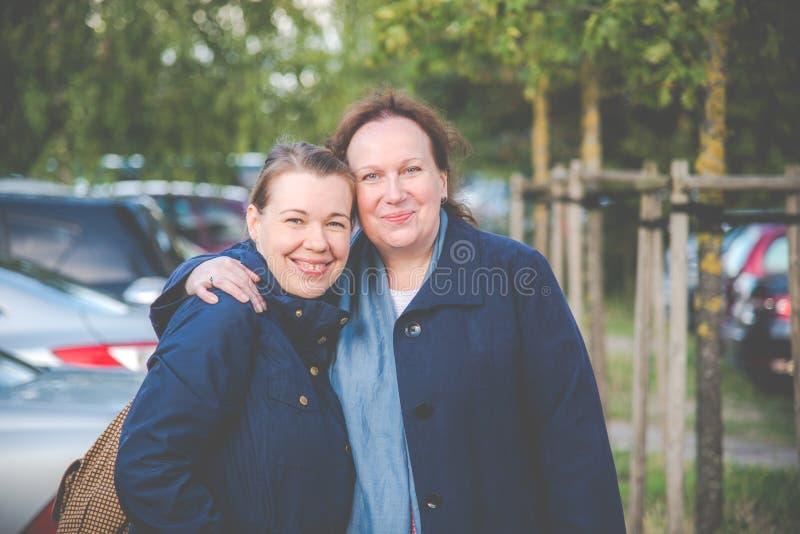 Дочь и мать стоковая фотография rf
