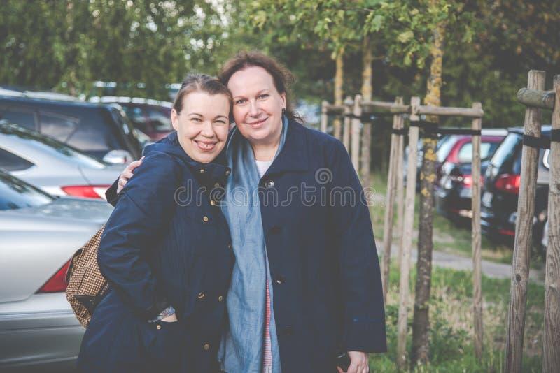Дочь и мать стоковые фото