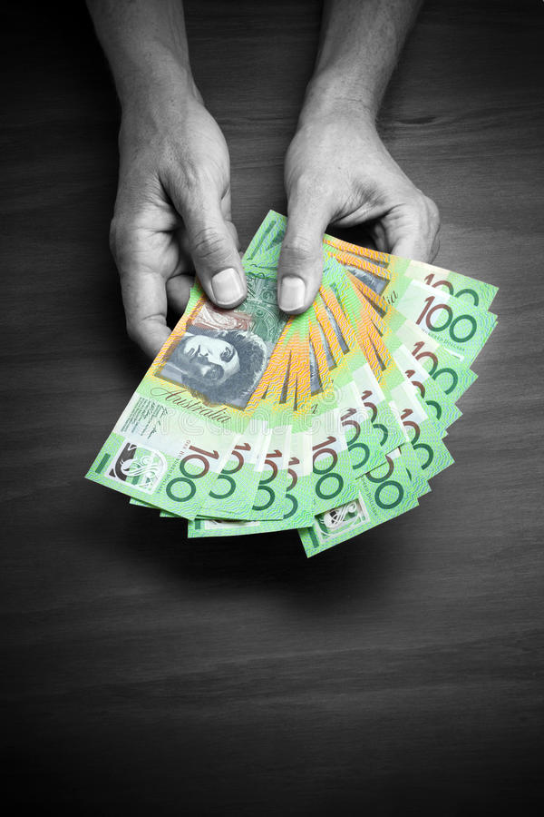 Доллары денег рук австралийские стоковая фотография