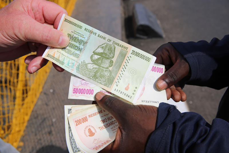Доллары Зимбабве стоковые изображения rf
