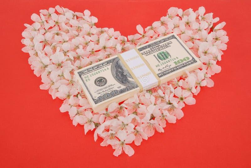 Доллар на сердце сделанном из цветков стоковые фотографии rf
