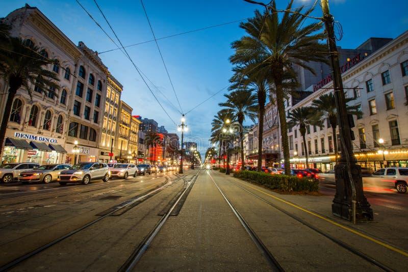 Долгая выдержка автомобиля улицы в Новом Орлеане, Луизиане стоковое фото rf