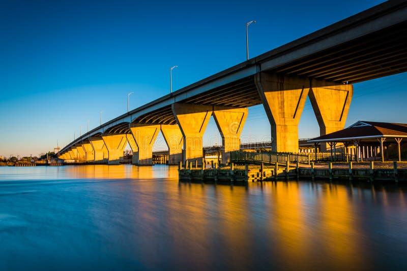 Долгая выдержка вечера Кента суживает мост, на острове Кента стоковое изображение rf
