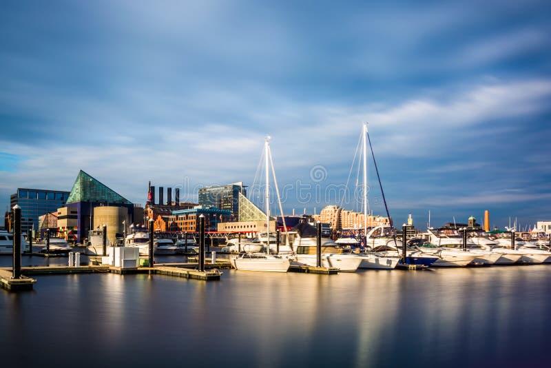Долгая выдержка Марины на внутренней гавани, Балтимор, Maryla стоковое изображение