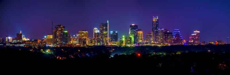 Долгая выдержка ночи городского пейзажа горизонта Остина панорамная стоковые изображения