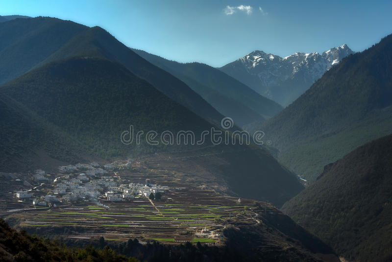Долина в moutain abig в dain Shangri_laYunnan Zhong, Chin стоковое изображение
