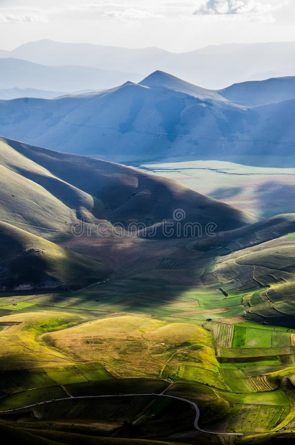 Долина национального парка Monti Sibillini стоковая фотография rf