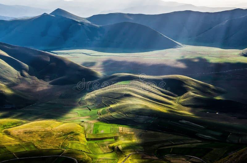 Долина национального парка Monti Sibillini стоковые фотографии rf