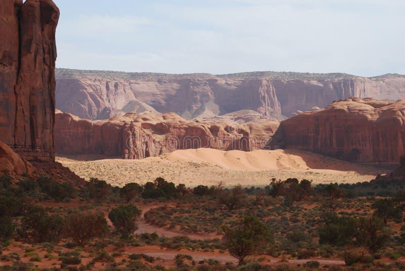 Долина памятника смотря назад стоковые фотографии rf