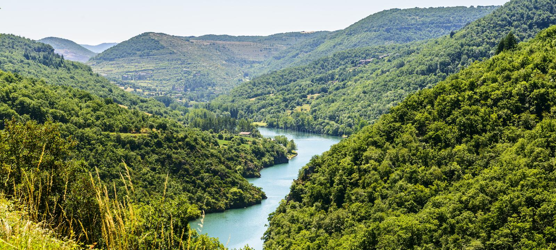 Долина Тарна (Midi-Пиренеи) стоковые изображения rf
