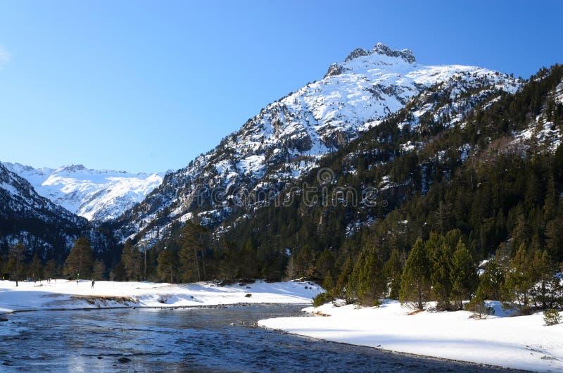 Долина Marcadau в зиме Пиренеи стоковая фотография rf