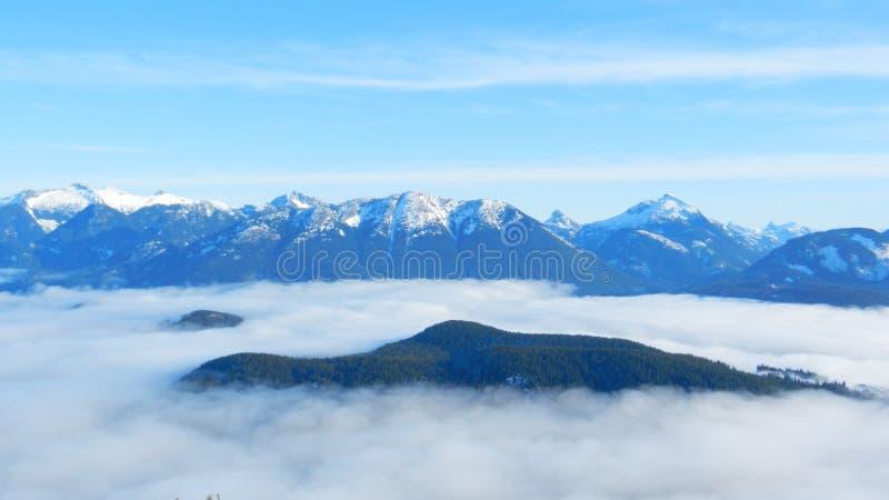 ДО РОЖДЕСТВА ХРИСТОВА прибрежные горы 2 стоковое изображение rf